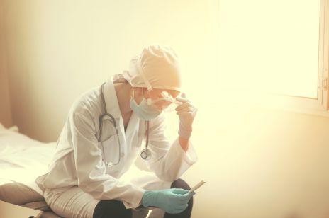 """""""Takie działania mogą spowodować gwałtowny wzrost zachorowań"""": pielęgniarka z Nowego Jorku krytykuje znoszenie obostrzeń w Polsce"""