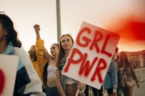 """""""Dla skradzionego dzieciństwa"""" - poruszający protest gimnazjalistek w geście solidarności dla zgwałconej koleżanki"""