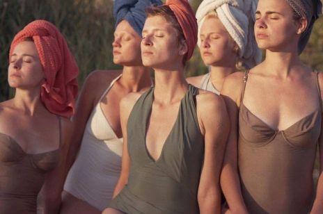 Kostiumy kąpielowe jednoczęściowe - tego lata będziemy je nosić nie tylko na plaży