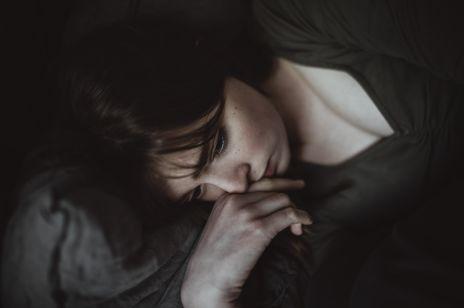 Problemy ze snem: poznaj przyczyny i skuteczne domowe sposoby