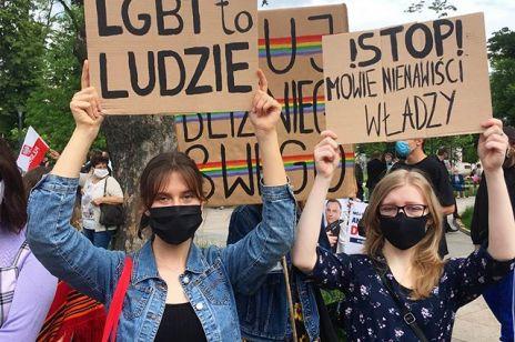 """Holenderskie miasto kończy przyjaźń z Puławami. """"Strefy wolne od LGBT"""" powodem do wstydu."""