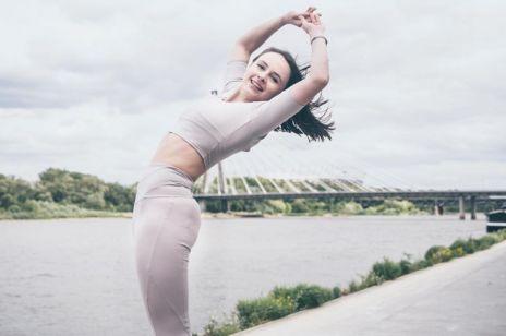 Jak rozgrzać się przed treningiem w domu? Sprawdzone ćwiczenia fitness guru Marty Gorącej