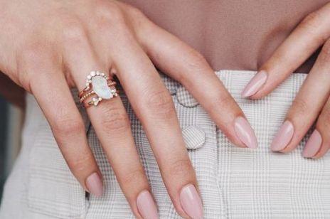 Manicure do pracy i na wesele? Rosé nails to HIT na lato 2020