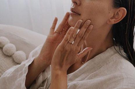 Serum do twarzy z prebiotykami. Ten składnik opóźnia zmarszczki i nie podrażnia wrażliwej skóry