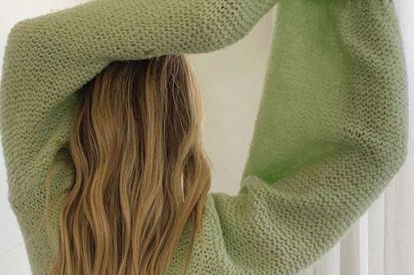 Krem do rąk na włosy? Ten trik francuskich fryzjerów uratuje suche kosmyki po lecie