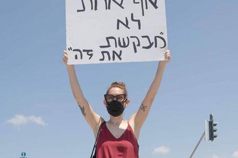 """""""To szokujący gwałt, który trwał długie godziny"""". Izraelczycy mówią """"dość"""" przemocy wobec kobiet i wychodzą na ulice"""