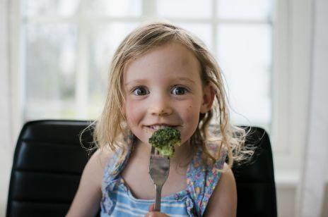Czy dieta bogatoresztkowa jest dobra dla dzieci? Mamy pokochały ten sposób odżywiania i pozbyły się uporczywego problemu
