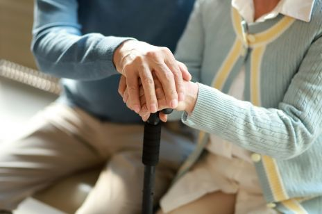 Zmarli trzymając się za ręce. Wzruszające słowa syna, którego rodzice przegrali walkę z COVID-19