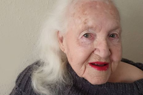 """Jest po 90-tce i jest gwiazdą Instagrama. Pani Ania twierdzi, że """"Życie zaczyna się po 90""""!"""