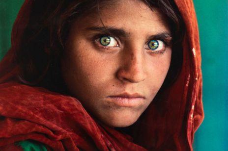 """Te oczy zna cały świat. """"Mona Lisa XXI wieku"""" Steve'a McCurry'ego idzie pod młotek w Polsce"""