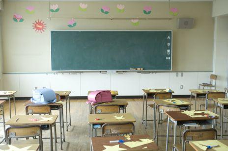 """Koronawirus: szkoły pozostają otwarte. Premier Mateusz Morawiecki """"Obecna strategia na razie zdaje egzamin"""" [KONFERENCJA 10.10.20]"""