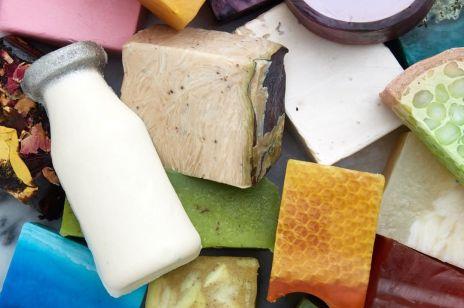 Mydła, które nie wysuszają skóry zimą: 4 produkty z naturalnym składem