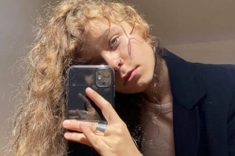 Włosy wysokoporowate. Taki typ ma większość Polek. Jak je pielęgnować?