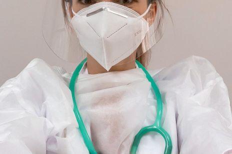 """Koronawirus: """"Chorych jest coraz więcej, a personelu medycznego coraz mniej"""" – wpis tej lekarki daje do myślenia"""