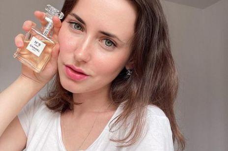 Nie tylko Chanel. 3 ponadczasowe zapachy idealne na prezent, które ucieszą (prawie) każdą kobietę