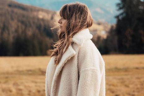 Kurtka na zimę w kratkę z Zary to hit sezonu! Kosztuje niewiele, a jak wygląda! Spójrz jak nosi ją Anna Lewandowska