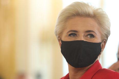 Agata Duda poparła Strajk Kobiet? Ten szczegół na jej sukience wzbudził zainteresowanie internautów
