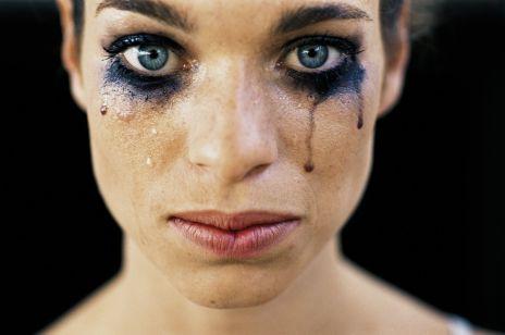 """Ta kampania pokazała, jak naprawdę wygląda piekło kobiet: """"Nawet 500 kobiet rocznie ginie w wyniku przemocy domowej"""""""