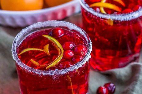 Sylwestrowe drinki: 5 przepisów na drinki, którymi oczarujesz gości. Będą błagać o przepis!