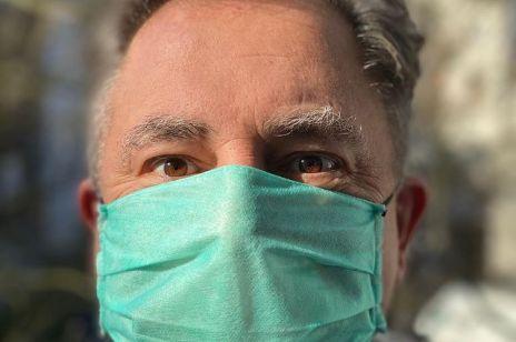 """Robert Makłowicz o aferze szczepionkowej: """"Ja bym się nie wepchał bez kolejki, ale czy oni się wepchali?"""""""