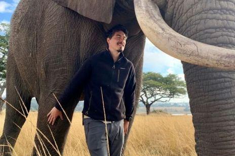 """Tomek Michniewicz i Basia Rajkowska pomagają Afryce: Zimbabwe to nie tylko """"słonik"""", ale też kobiety, które rodzą w baraku i nie mają za co wykarmić dzieci"""