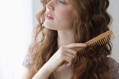 Jak czesać kręcone włosy? 5 najważniejszych zasad