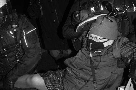 Strajk kobiet: Babcia Kasia szokuje relacją z komisariatu. Policja zarzuca jej kłamstwa