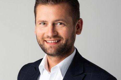 """Poseł Kamil Bortniczuk w sondzie na Twitterze pyta """"czy na suczce należy przeprowadzić aborcję""""?"""