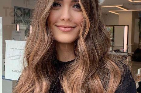 """KOLORYZACJA 2021: Glowing bronze - modny kolor włosów dla brunetki. """"Słoneczne pasemka"""" rozświetlą twarz i odmłodzą Cię o kilka lat!"""