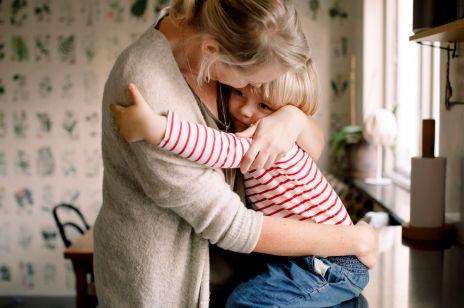 """Jak wzmacniać poczucie wartości u dziecka? """"Dziecko potrzebuje czuć, że jest chciane, kochane i akceptowane"""" [OKIEM EKSPERTA]"""