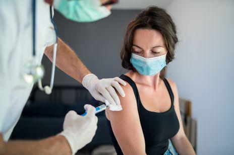 Czy szczepionka na COVID-19 jest bezpieczna dla kobiet w ciąży? Pfizer i BioNTech rozpoczynają badania kliniczne