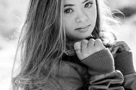 """16-letnia nastolatka z Zespołem Downa podbija świat mody: """"Ma świat u swoich stóp"""""""