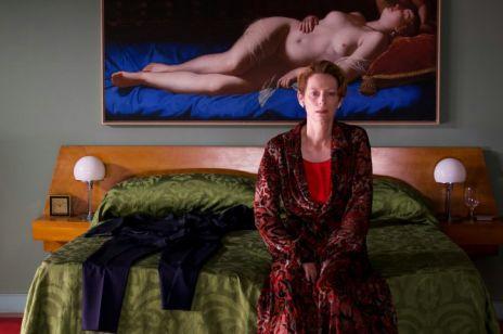 """""""Ludzki głos"""": nowy film Pedro Almodovara to hołd złożony Tildzie Swinton [zwiastun]"""