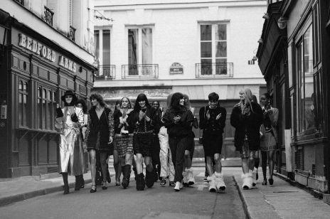 Pokaz Chanel na jesień-zimę 2021 - zainspiruj się tymi lookami i wyprzedź trendy!