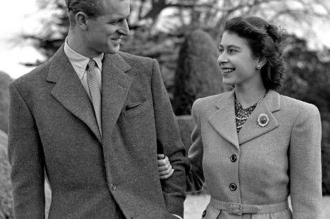 Historia powstania pierścionka zaręczynowego Elżbiety II doprowadzi was do łez. Królowa prawie się z nim nie rozstaje