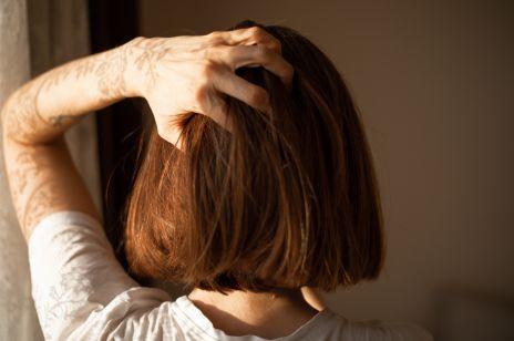Blunt bob: modne cięcie dla cienkich włosów. Sprawdź, czy to fryzura dla Ciebie