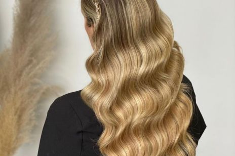 W tej fryzurze będziesz wyglądać jak gwiazda filmowa. Jak zrobić hollywoodzkie loki?