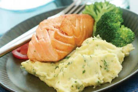 Filet z łososia norweskiego z ziemniaczanym puree i brokułami