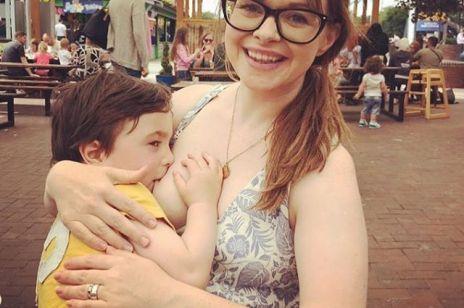 Ta mama karmi 4-latka piersią. Czy to przesada?