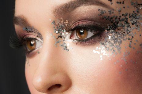 Makijaż Z Brokatem Kobietapl
