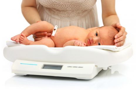 Ile powinien ważyć noworodek?