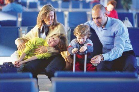 W podróż pociągiem lub samolotem? Poznaj prawa pasażera!