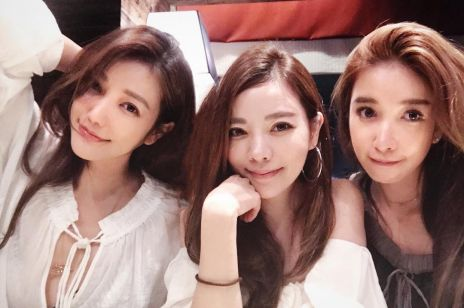 Trzy siostry w wieku od lewej 41, 36, 40 lat