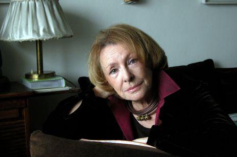Wanda Chotomska w swoim mieszkaniu