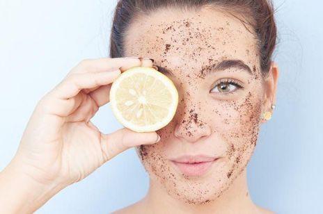 6 naturalnych produktów, których nigdy nie powinnaś kłaść na twarz
