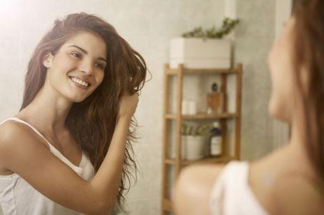 Picie drożdży: sposób na wypadające włosy
