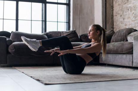 Ćwiczenia na płaski brzuch: jak ćwiczyć, żeby uzyskać EFEKT?