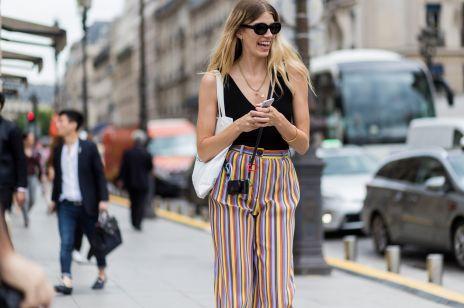 Spodnie w pionowe paski wydłużają nogi