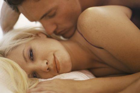 Jak mężczyzna kocha kobietę? 4 etapy męskiej miłości