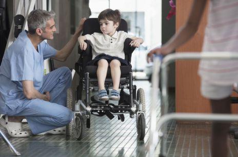 Nowe kwoty zasiłku pielęgnacyjnego: ile wynosi i komu przysługuje?